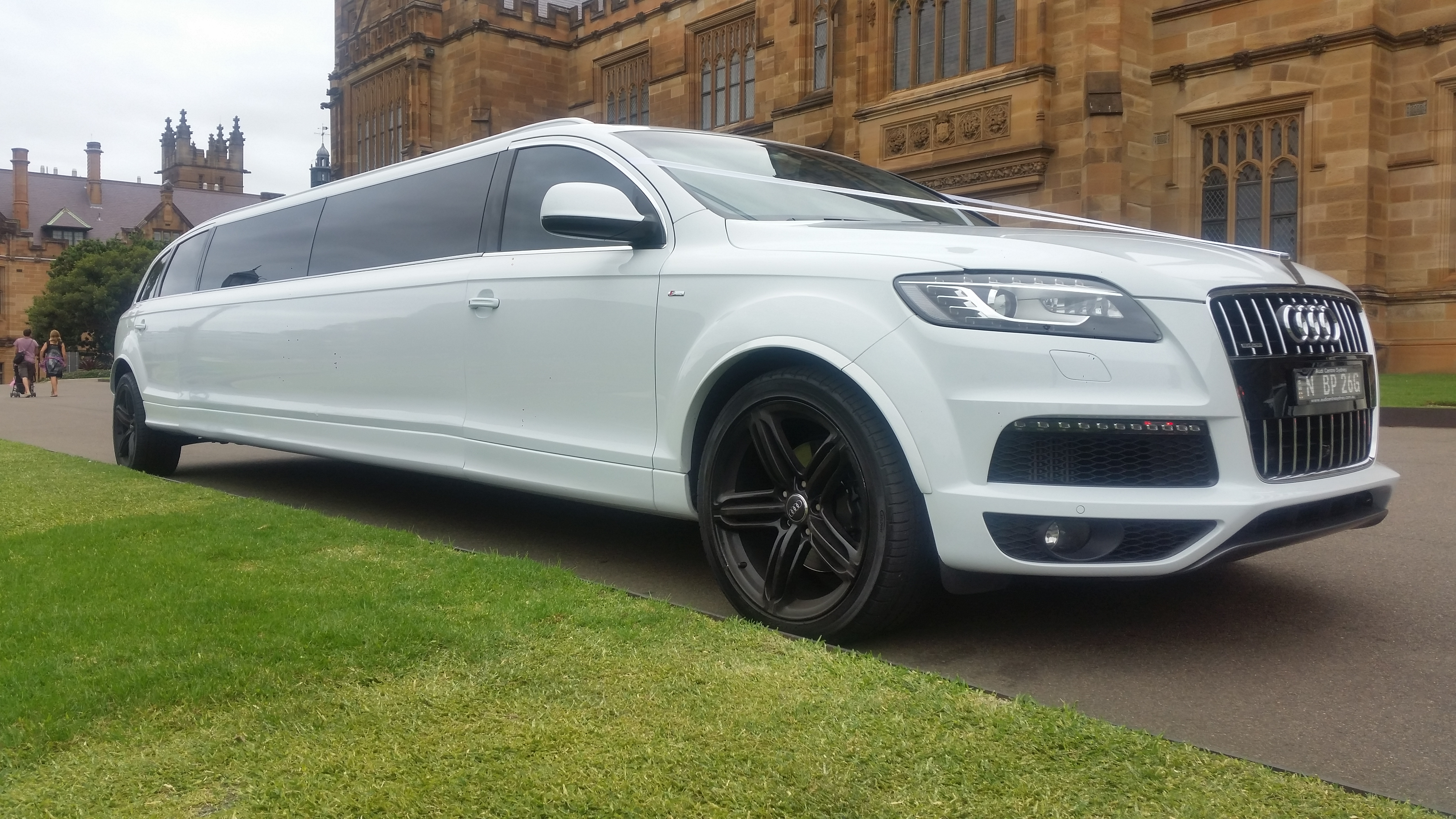 Audi Q7 Stretch Limousine Deblanco